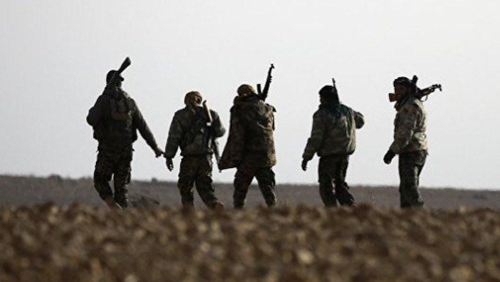 SDF-Kämpfer vor Raqqa (foto: ANF)