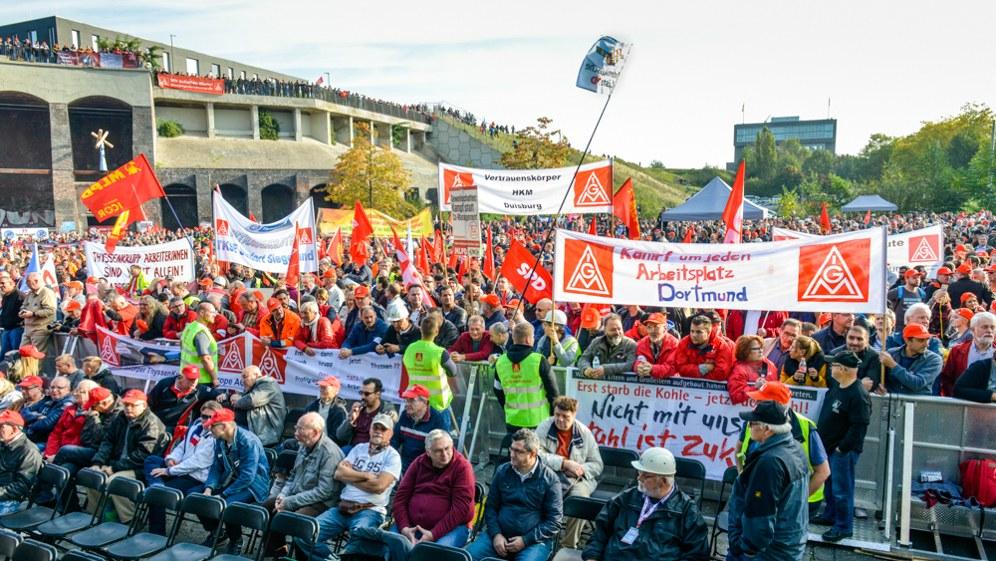 Stahlarbeiter kampfbereit und aufgewühlt - vielfältige Solidarität