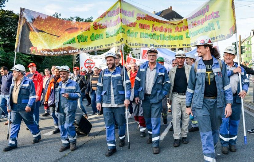 Tausende Stahlarbeiter in Bochum auf der Straße - Stimmung selbstbewusst und kämpferisch