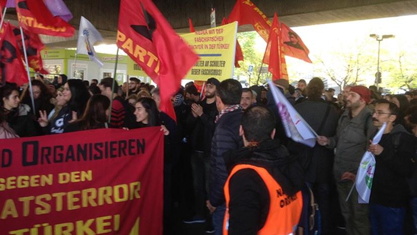 Polizei beendet Demonstration in einer Bürgerkriegsübung