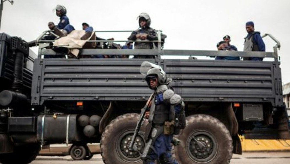 Militärs transportieren Gefangene im Lkw (Foto: RF)