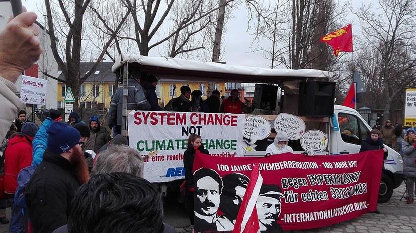 Internationalistisch für den Sozialismus - lebendig auf der LLL-Demonstration in Berlin
