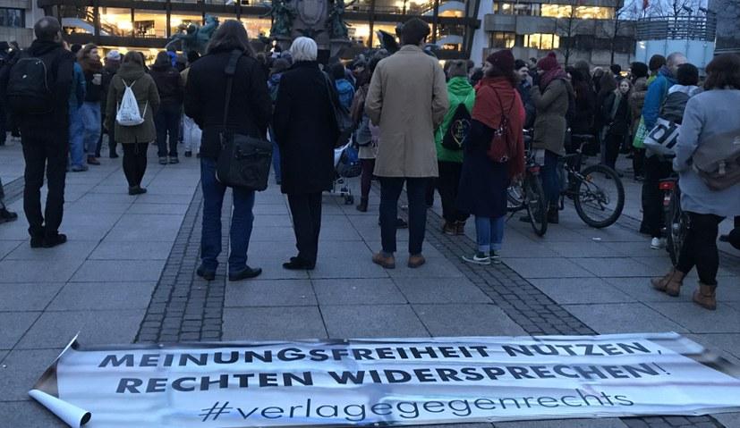 Verlag Neuer Weg beteiligt sich an Aktivitäten gegen Rechtsruck