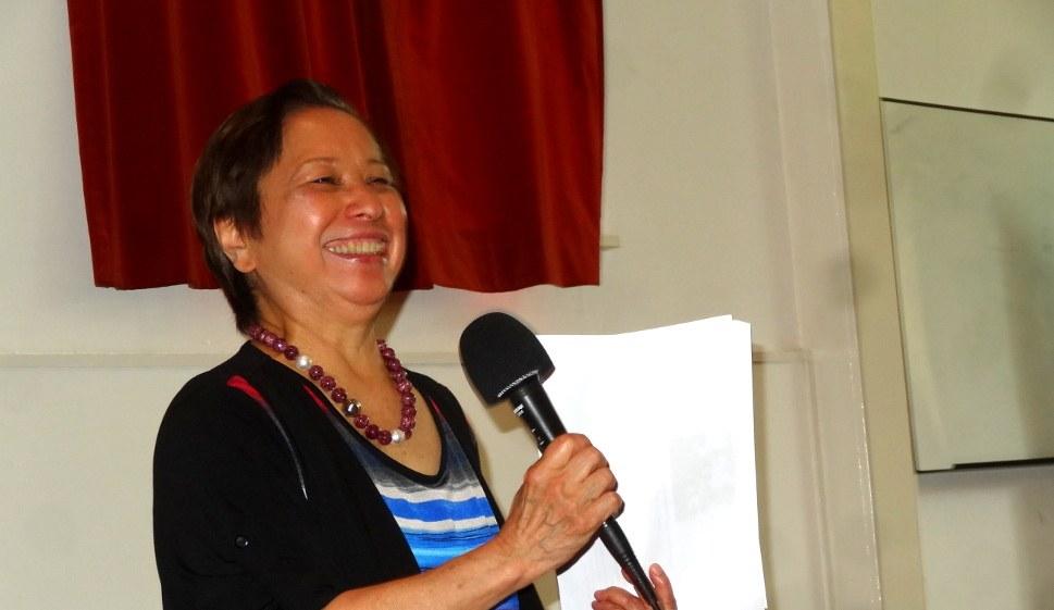 Coni Ledesma - sie berichtete zuletzt in der Horster Mitte in Gelsenkirchen, am 26. Oktober 2016, über die Perspektiven des Befreiungskampfs nach dem Amtsamtritt von Präsident Duterte (rf-foto)