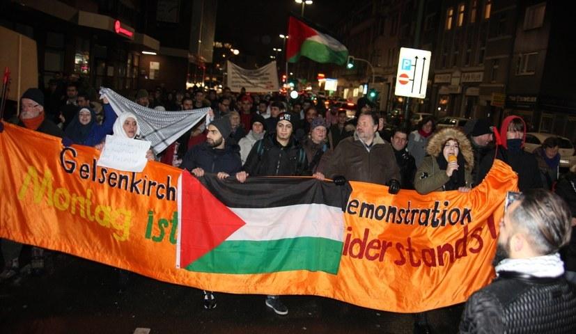 Solidarität mit dem Kampf der Palästinenser für Freiheit und Demokratie - hier auf der Gelsenkirchender Montagsdemo (rf-foto)
