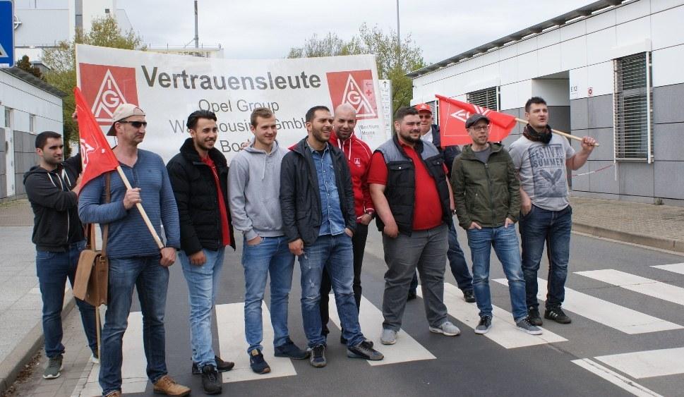 Kollegen aus Bochum in Eisenach - alle Belegschaften müssen solidarisch zusammen kämpfen (rf-foto)