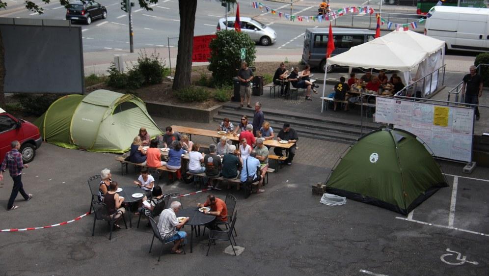 Protestcamp und Kantine in einem. Die gelungene Aktion des Jugendverbands REBELL. (rf-foto)