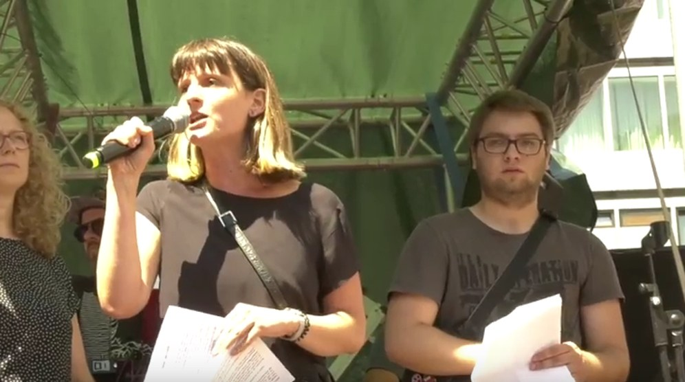 Gabi Fechtner auf der Demonstration gegen das Polizeigesetz NRW