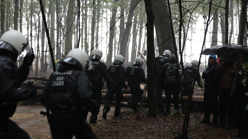 Hambacher Wald – ein Brennpunkt im Kampf gegen Umweltzerstörung und Rechtsentwicklung