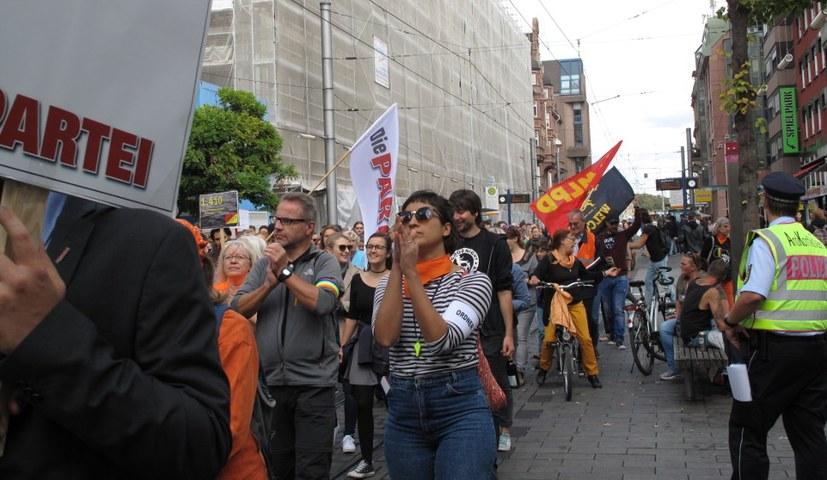 """800 Protestierende zogen als """"Seebrücke""""-Demo durch die Quadratestadt"""