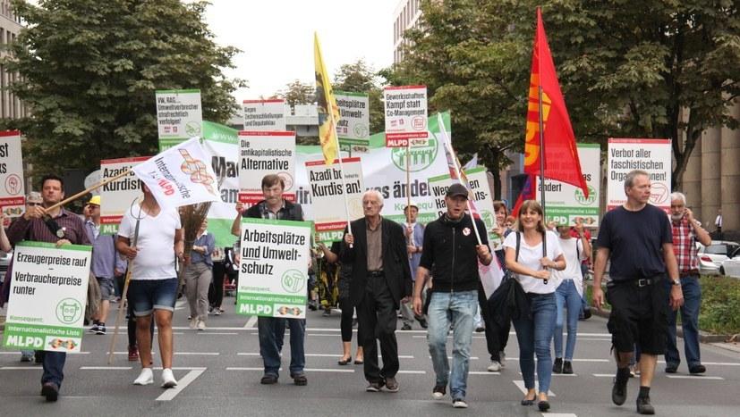 Bunte und vielfältige Demonstration anlässlich des Wahlkampfauftakts der Internationalistischen Liste/MLPD 2017 in Dortmund (rf-foto)
