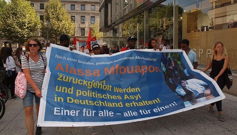 Proteste und Feste für Alassa Mfouapon