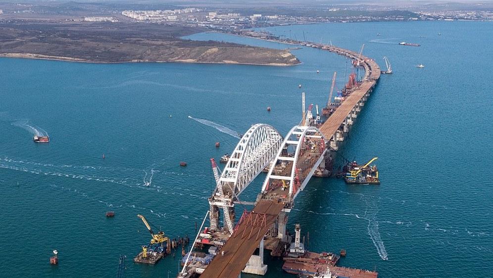 Die Krim-Brücke über die Straße von Kertsch während ihres Baus (foto: http://rosavtodor.ru/press-center/media/photo/232301 (CC-BY 4.0))