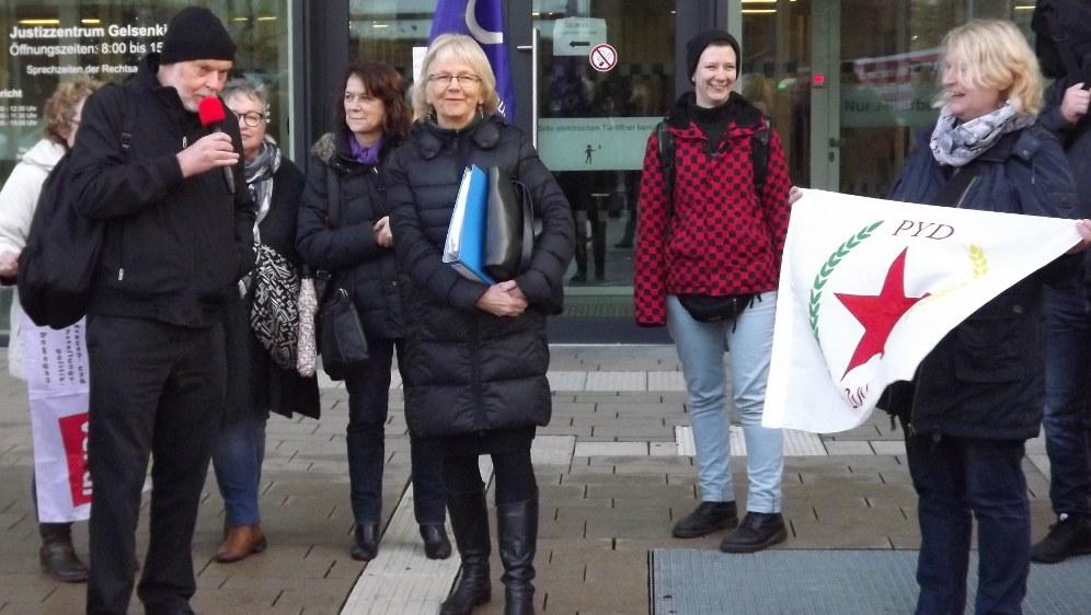 Solidarität auf der Auftaktkundgebung (rf-foto)