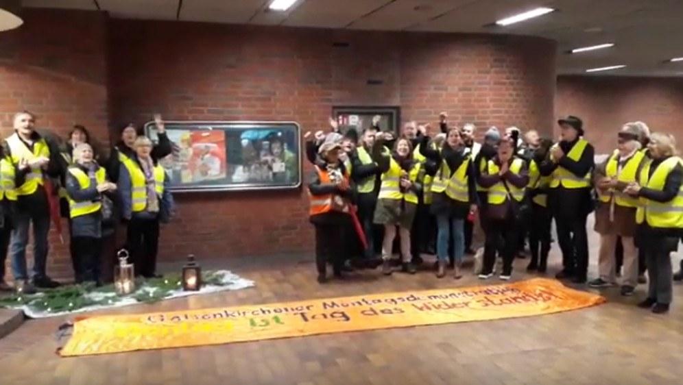 Von Gelsenkirchen nach Frankreich - Grüße der Montagsdemo an die Gelbwesten