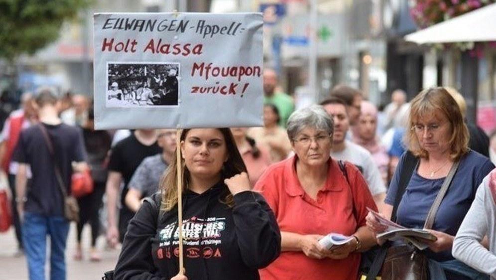 Die Solidarität mit Alassa Mfouapon ist seit Monaten auf Deutschlands Straßen lebendig (foto: Freundeskeis Alassa)