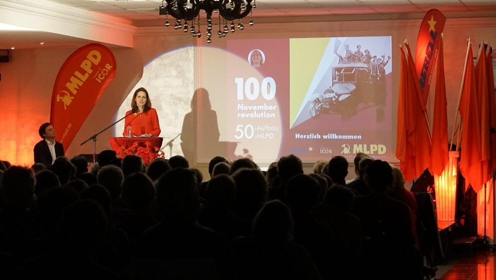 Lisa Gärtner und Peter Weispfenning (links neben ihr) bei ihrer gemeinsamen Rede (rf-foto)