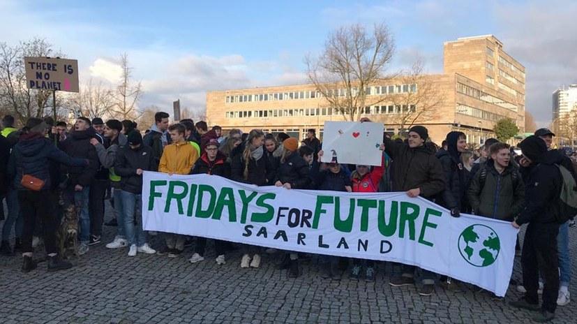 Zehntausende beteiligen sich an Unterrichtsboykott und Protest