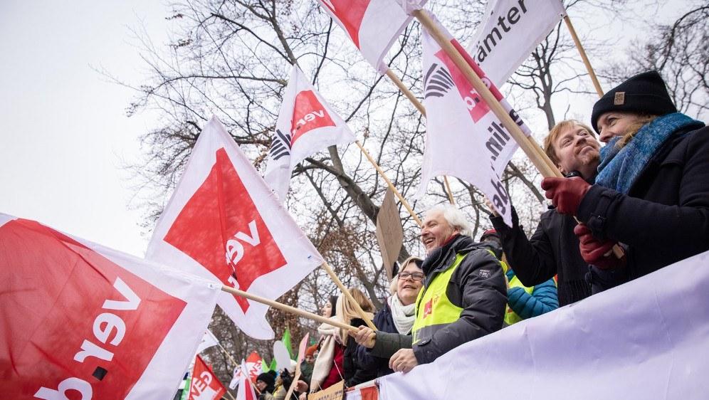 Demonstrierende Kolleginnen und Kollegen in Berlin (foto: Kay Herschelmann/ver.di)
