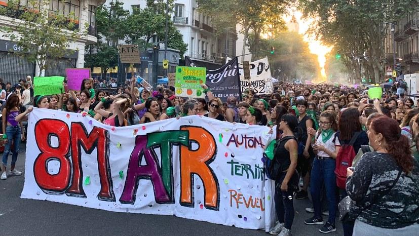 Beeindruckende Demonstration zum Internationalen Frauentag