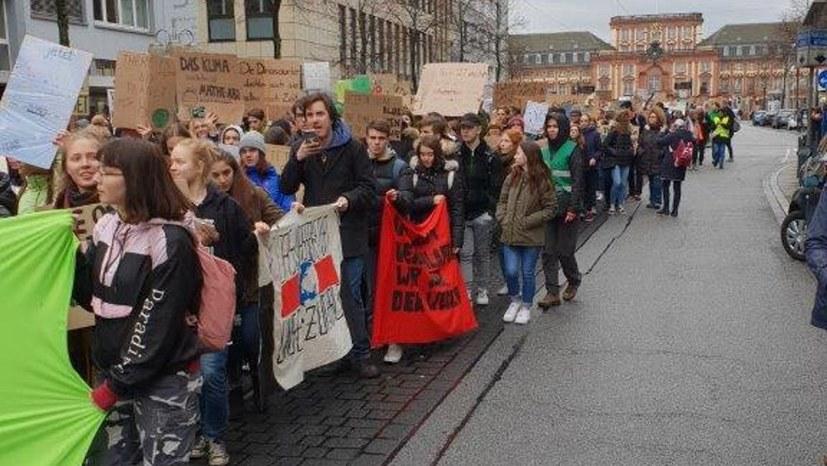 Gut 2.000 Schülerinnen und Schüler bei Fridays-for-Future-Demonstration