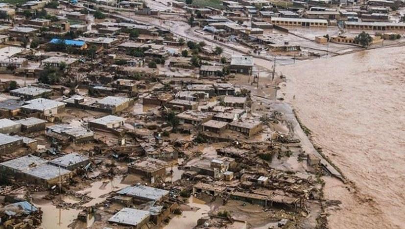 Mindestens 200 Tote nach Hochwassern