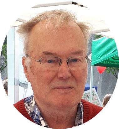 Otfried Stein, Nürnberger Urgestein, steht am 1. Mai in Nürnberg immer am Info-Stand der MLPD