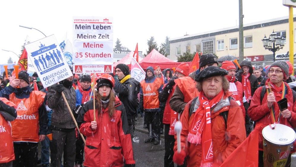 """Metaller im Osten fordern: """"Arbeitsmauern niederreißen!"""""""