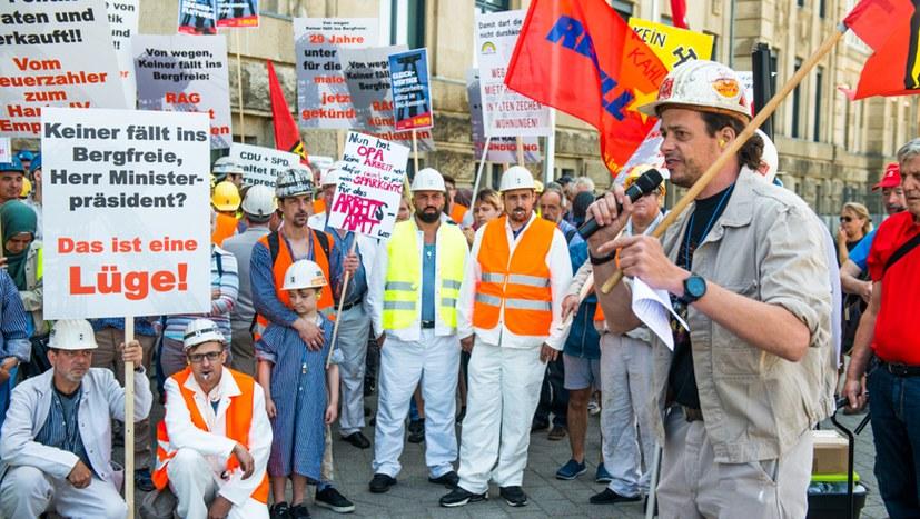 250 Bergleute demonstrieren lautstark und kampfentschlossen in Düsseldorf  - jetzt mit Bildreport!