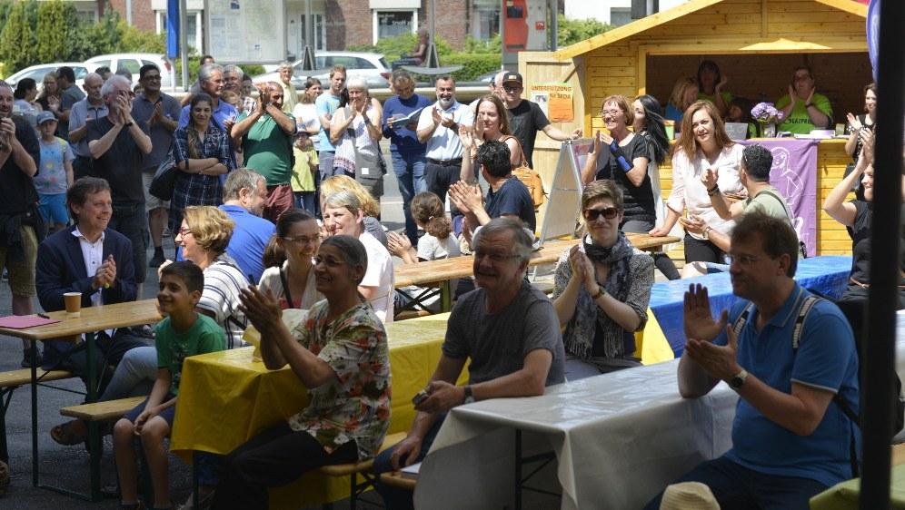 Schon bei der Eröffnung gut besucht - das diesjährige Horster-Mitte-Fest (Foto: RF)
