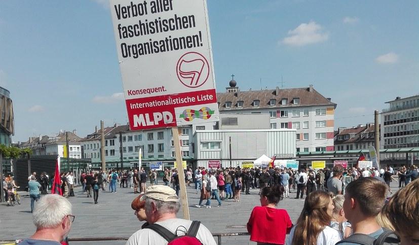 """Protest gegen den Rassisten und """"Volksverhetzer"""" Stürzenberger"""