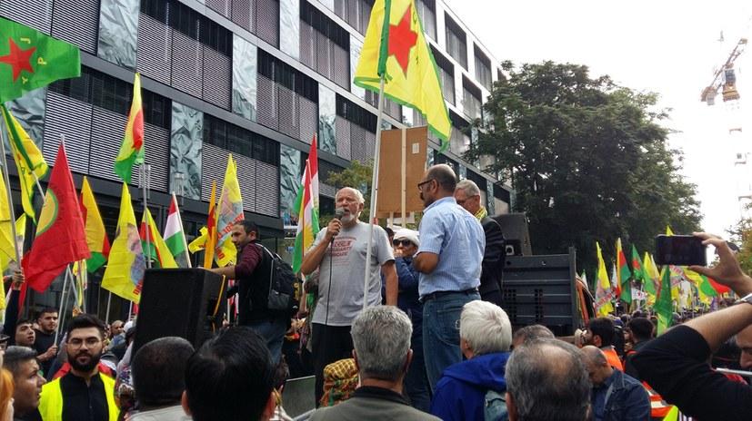 Eberhard Schmid (MLPD) als Ehrenbürger von Kobane gewürdigt