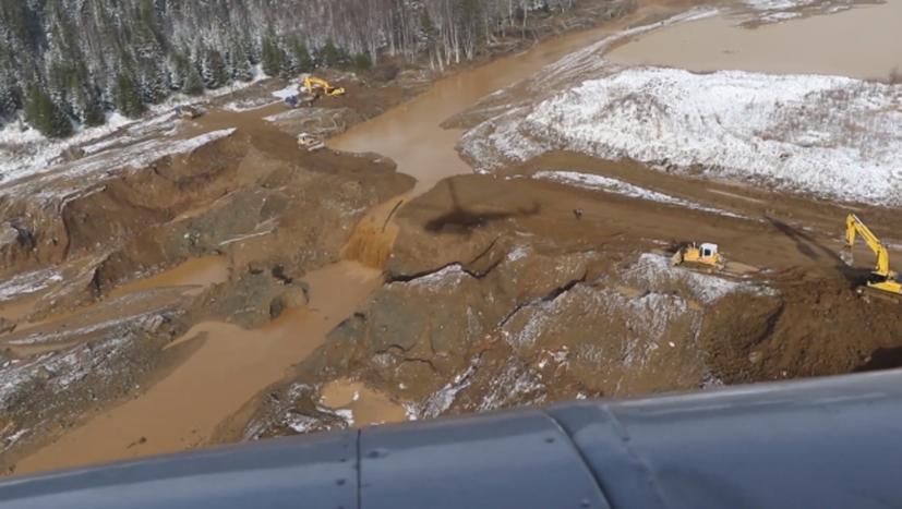 17 Tote und viele Verletzte bei Dammbruch über Goldbergwerk in Sibirien
