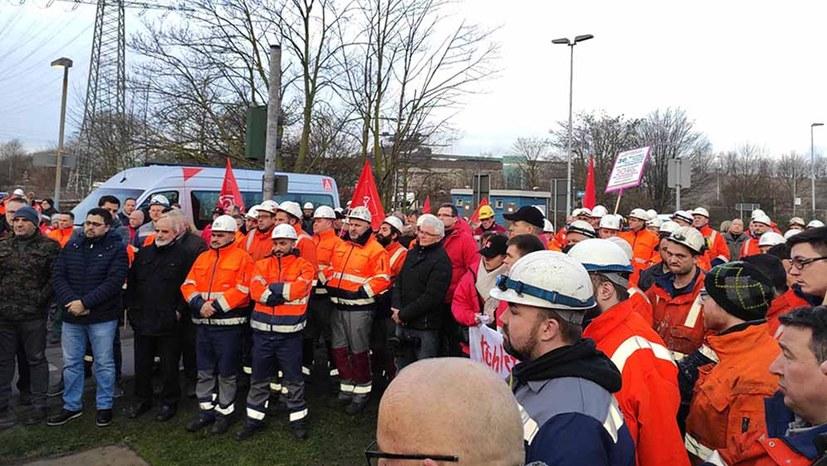 200 Stahlarbeiter legten erneut die Arbeit nieder